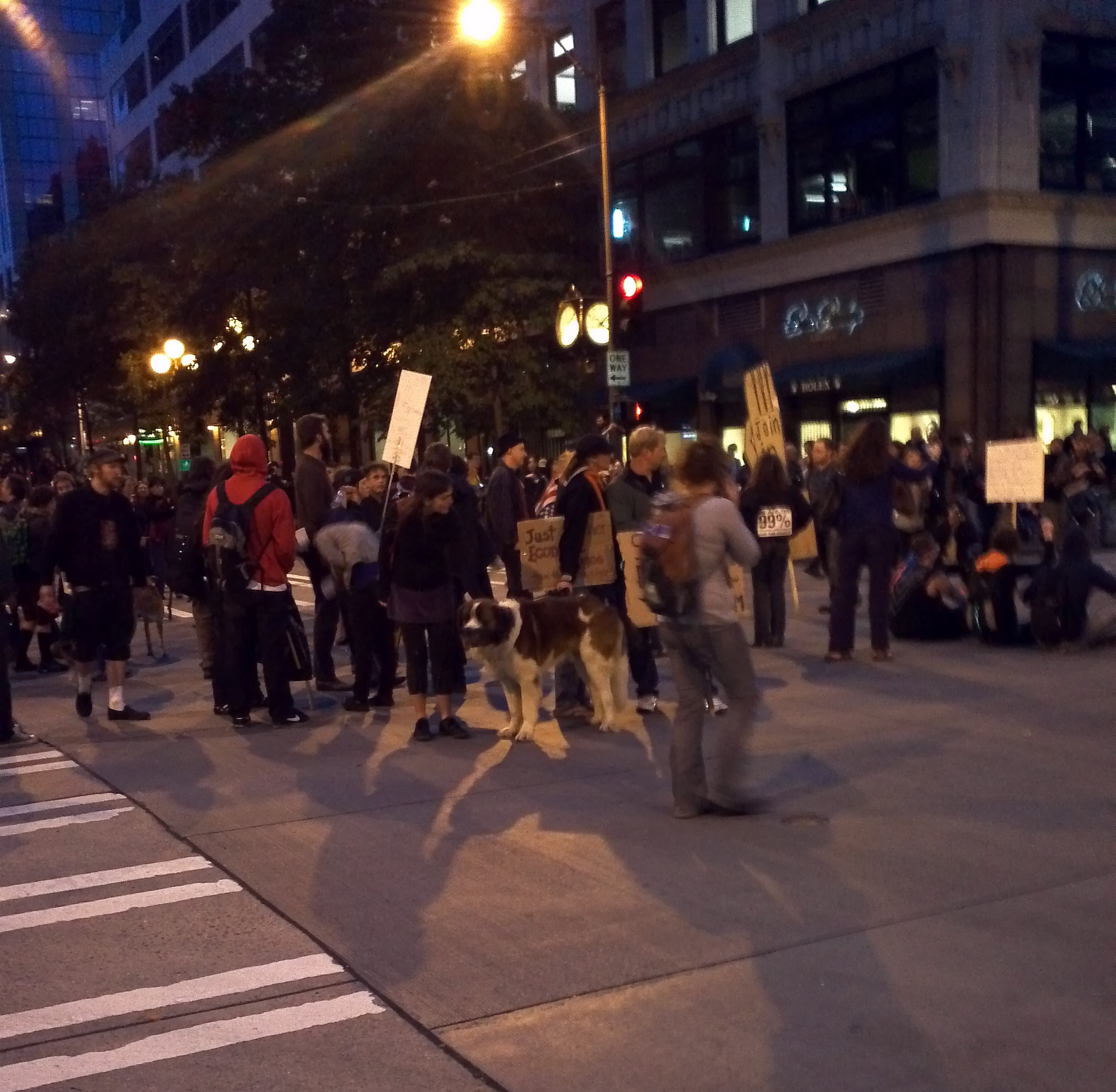 Occupying the Streets of Downtown Seattle, Saturday 8 October 2011. Foto by William Bass.