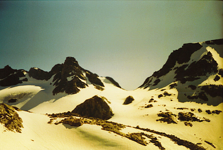 """Morning of Wednesday 16 July 1986. Left (S) to right (N): """"Iowa"""" Peak, Indian Pass, flank of Jackson Peak. Photo by William Bass."""