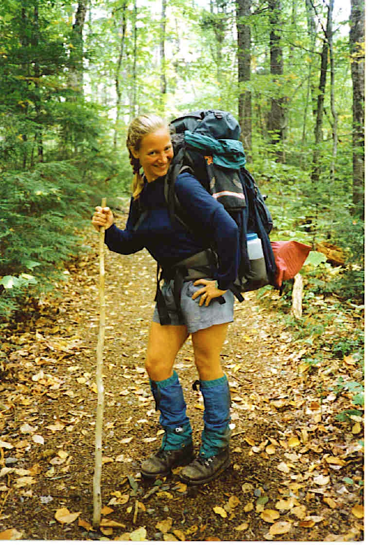 Gwen Hughes on the Appalachian Trail somewhere in Maine, 1991. Foto by Ron Roman.