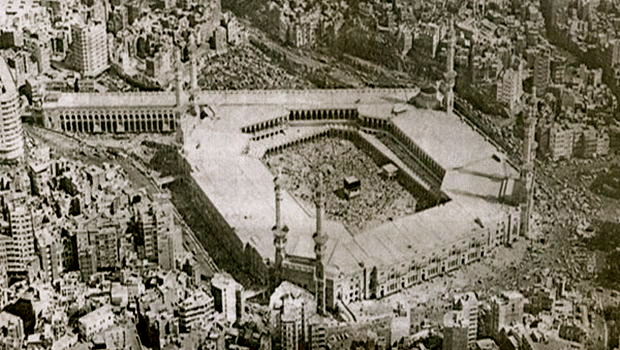 Al-Masjid al-Haram, the Grand Mosque of Islam at the beginning of the Battle of Mecca. Pilgrims on Haj held hostage by international jihadist rebels cluster around the Holy Ka'aba. November 1979.