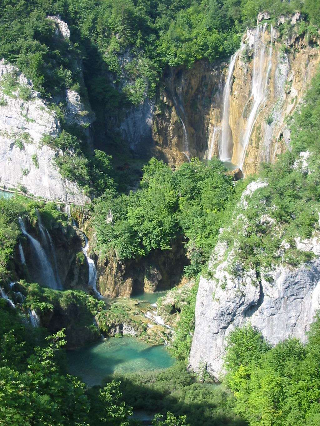 One of many travertine falls in Plitvice Lakes National Park, Croatia, European Union. Photo by Donar Reiskoffer in the Public Domain. 2013.