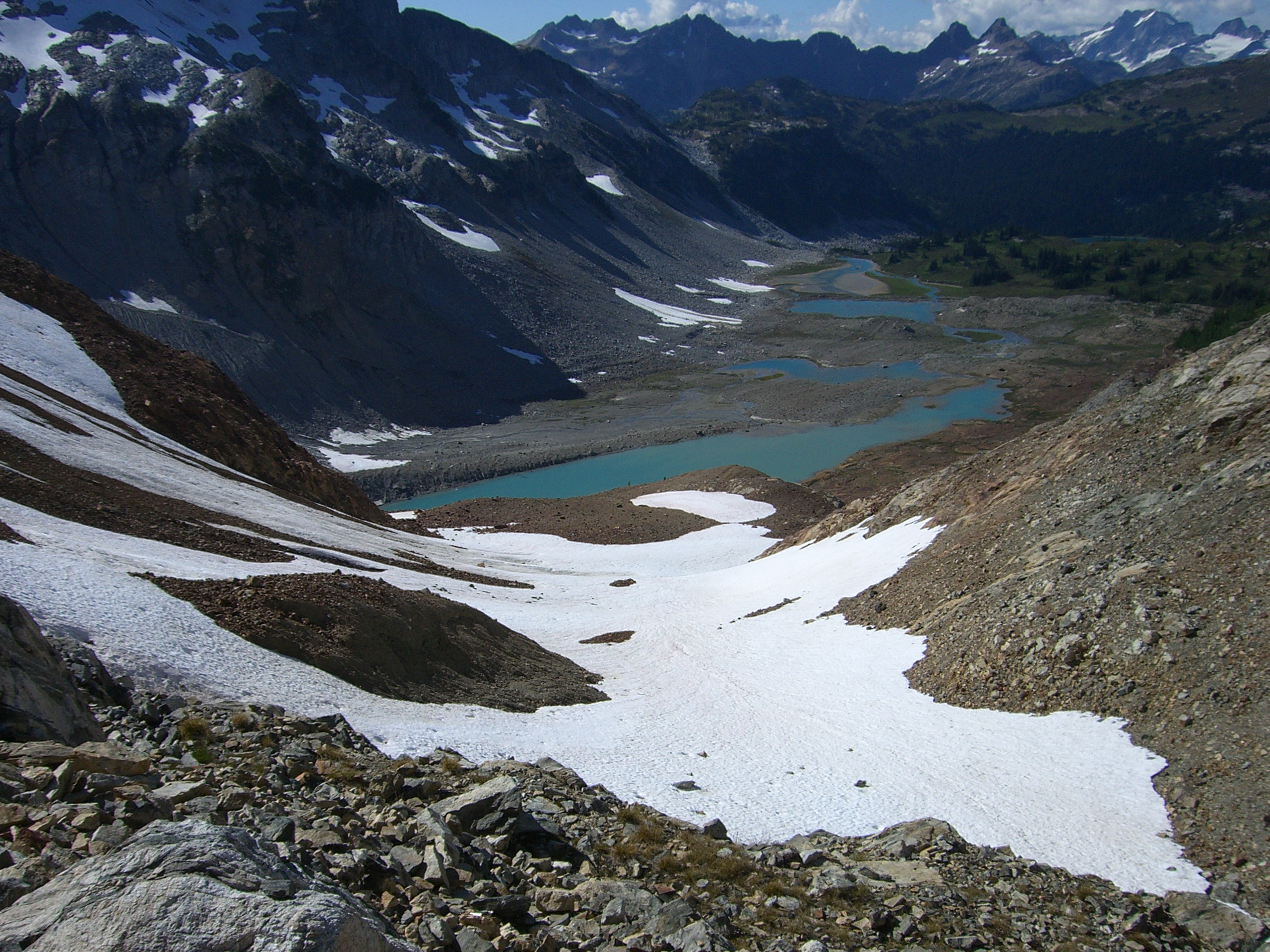 Looking down from Spider Gap at part of Lyman snowfield & glacier as well as Upper Lyman Lake. Saturday 12 August 2006. Foto by William Dudley Bass.